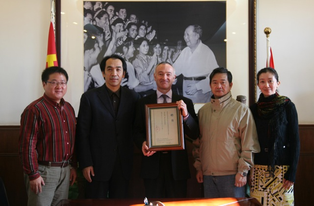 Signing as Visiting Professor in the Central Academy of Drama (Beijing) in 2010